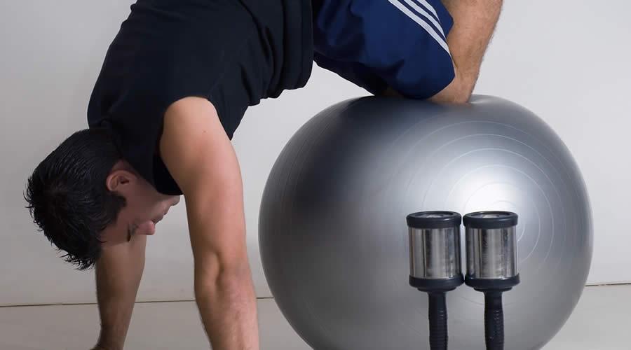 Kuinka harjoitella jumppapallolla
