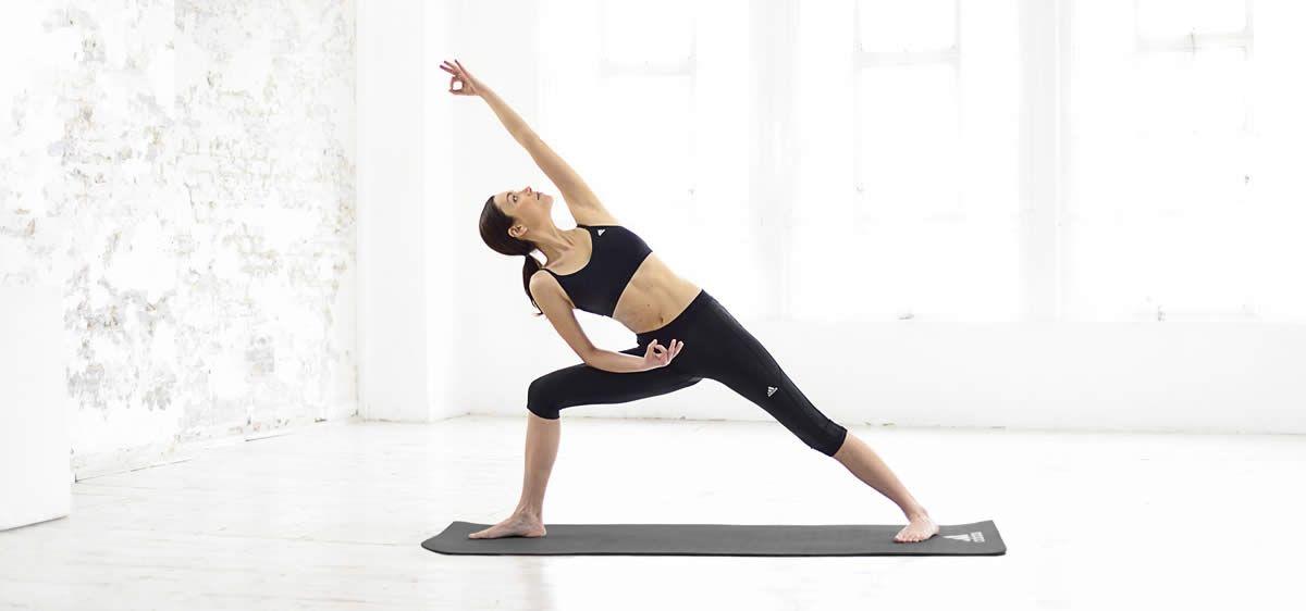 Joogamatolla harjoittelua